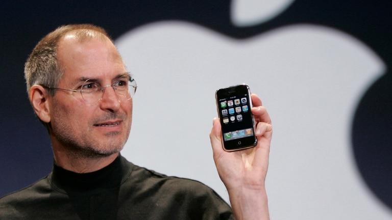 Steve Jobs presenta el primer iPhone el 9 de enero de 2007