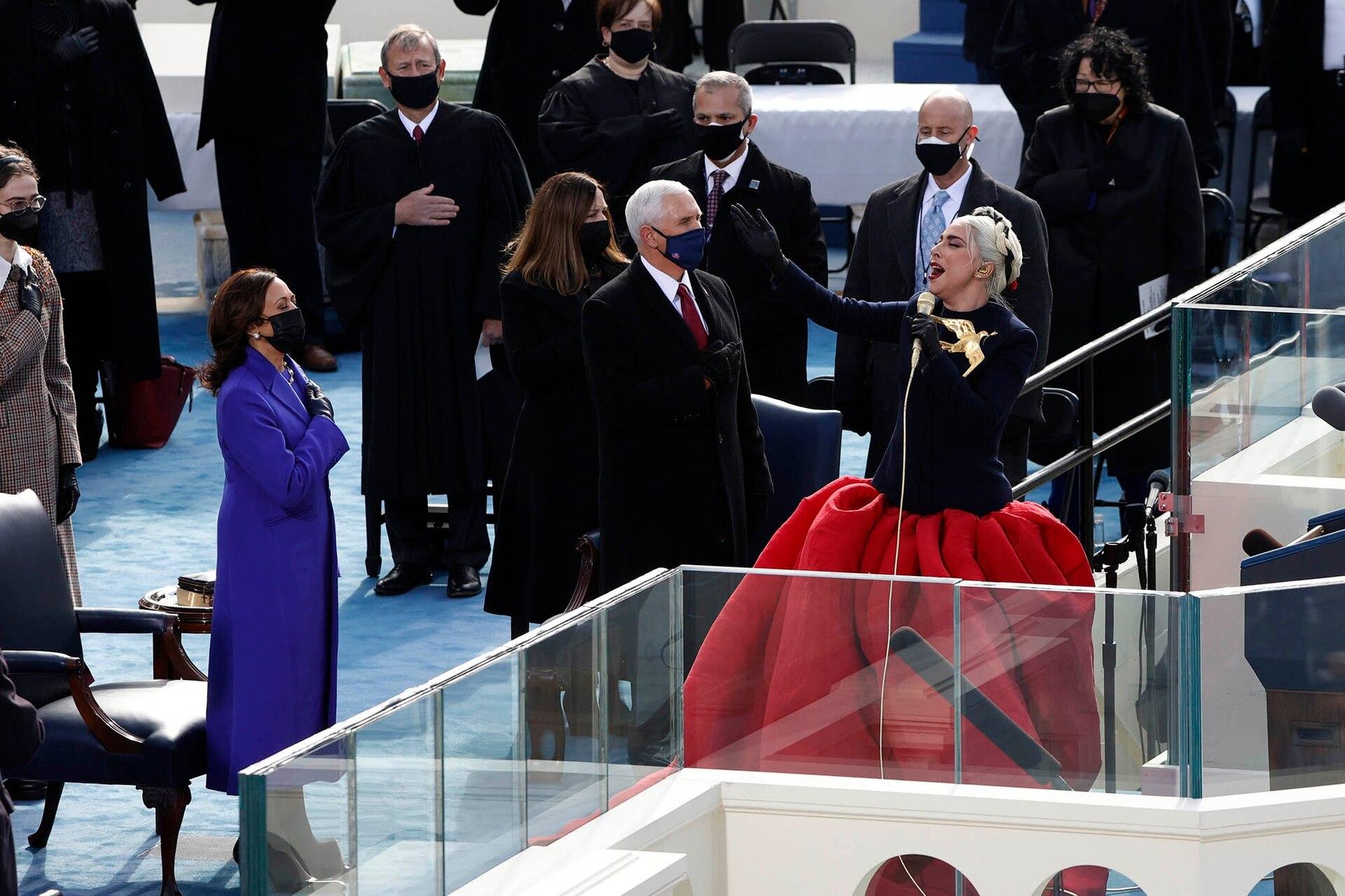 Lady Gaga canta el Himno Nacional durante la toma de posesión de Joe Biden como el 46° Presidente de los Estados Unidos