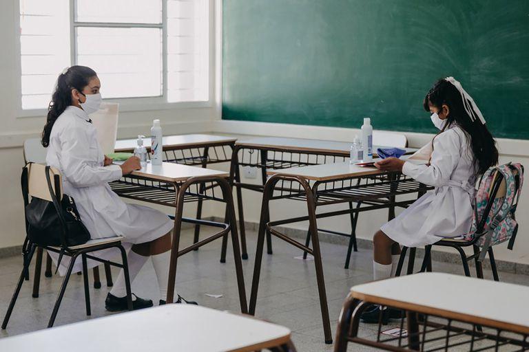Educación: buscan definir un indicador epidemiológico para el regreso a clases