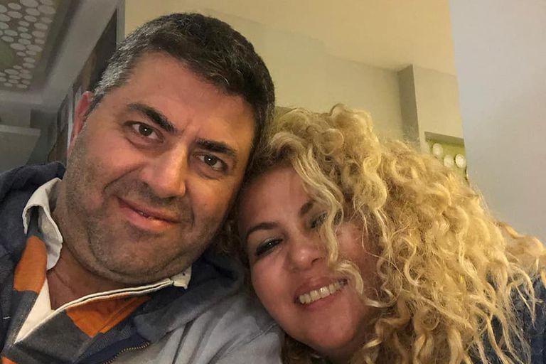 Gerardo Sarayottis junto a su mujer