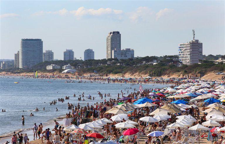 Playa Mansa, ayer y como todas las temporadas, se convirtió en uno de los puntos elegidos por los turistas
