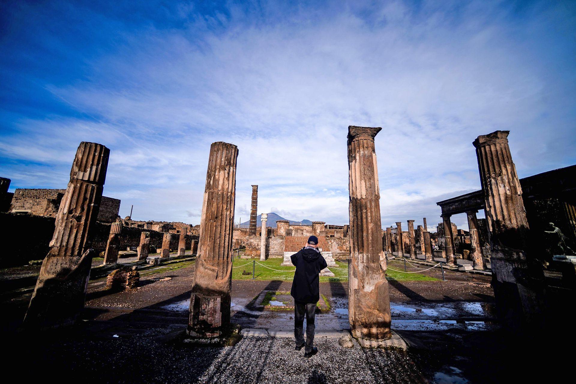 Santuario de Apollo. En toda la zona, que desde 1997 es considerada Patrimonio de la Humanidad, es posible admirar aún hoy, esculturas y pinturas murales y ruinas de gran belleza