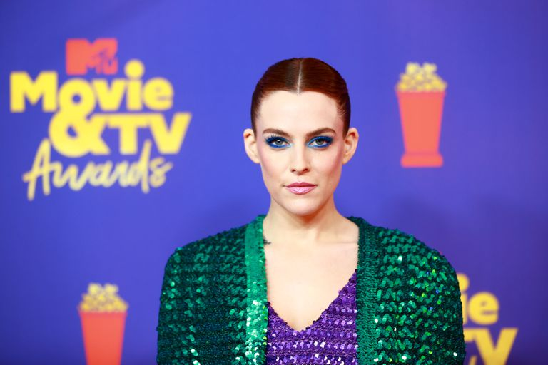 El look de la actriz Riley Keough no pasó inadvertido