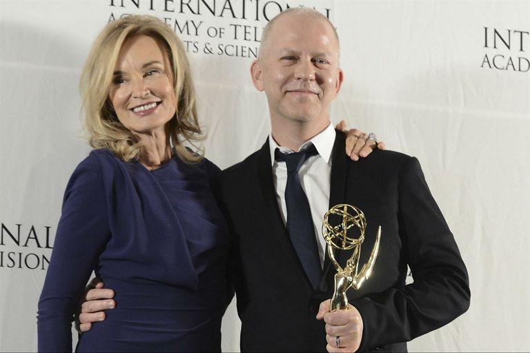 Jessica Lange junto a Ryan Muprshy, el productor que la convocó para American Horror Story y Feud