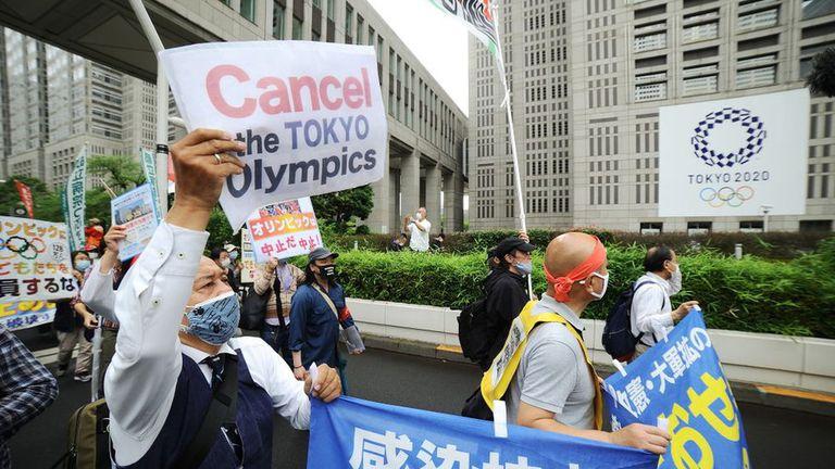 La gente en Tokio ha salido a las calles pidiendo la cancelación de los Juegos Olímpicos.