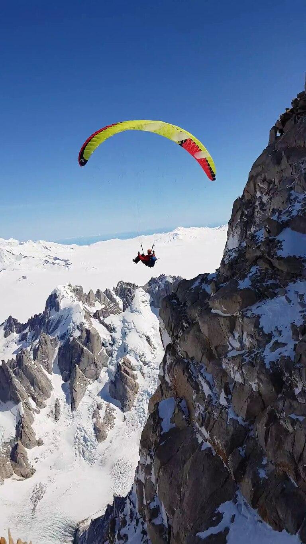Pablo es guía de alta montaña y tiene licencia como piloto biplaza de parapente