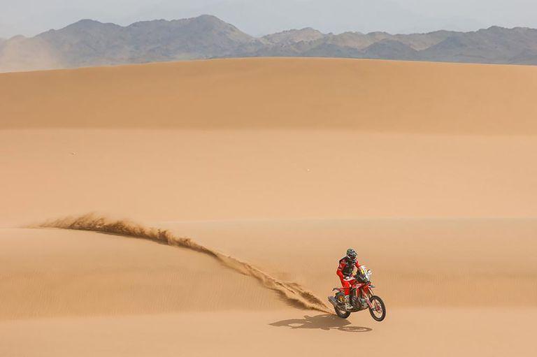 Kevin Benavides desanda el desierto saudita: en su quinta experiencia en el Rally Dakar, el salteño cumplió el sueño de sellar la victoria