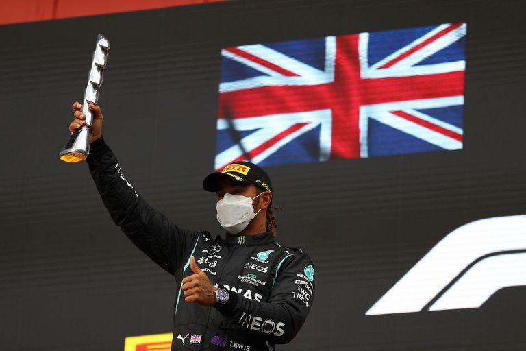 """Con un segundo puesto, Hamilton minimizó los daños de su error, """"el primero en mucho tiempo"""", según dijo; no abandona desde Australia 2018."""