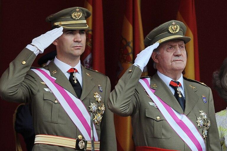 La caída del rey emérito deja desnudos a Felipe VI y a la casa real