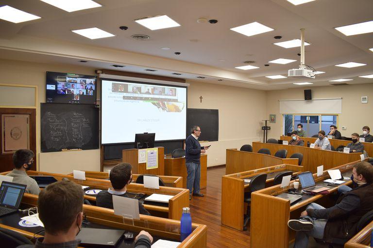 En la sede de Rosario de la Universidad Austral, combinan las clases presenciales con las virtuales
