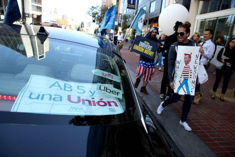 Avanza una ley en California que podría cambiar el modelo de negocios de Uber