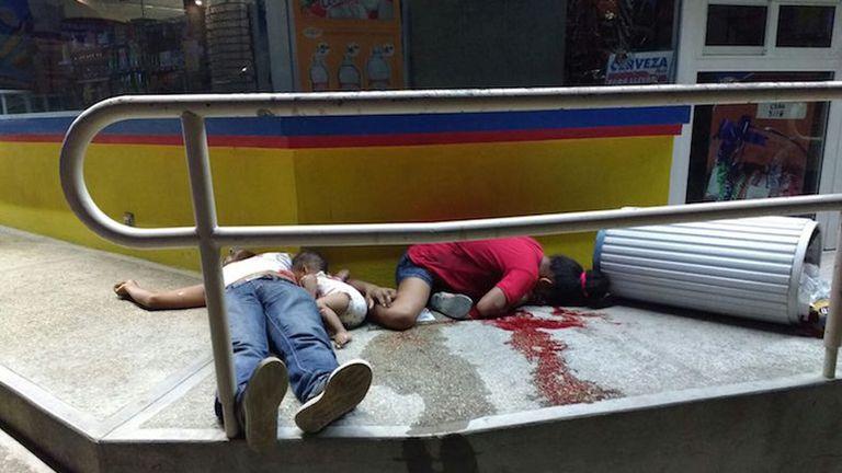 La familia asesinada. Foto: Twitter @CuartaPlana