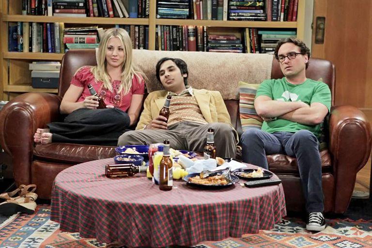 The Big Bang Theory: Cuoco como Penny; Kunal Nayyar como Raj, y Johnny Galecki, como Leonard