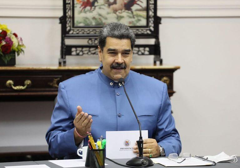 """Maduro llama """"imbécil"""" y """"neonazi"""" a Bolsonaro por vincular la vacuna del coronavirus con el sida"""