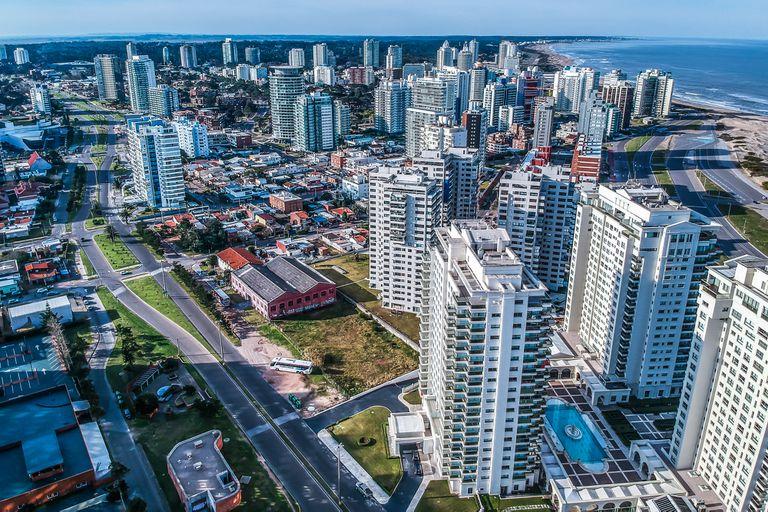 ¿Les conviene a los argentinos invertir en ladrillos en Uruguay?