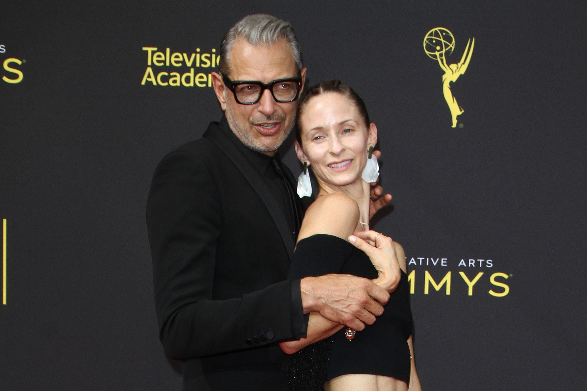 Jeff Goldblum y Emilie Livingston, a quien conoció en 2014