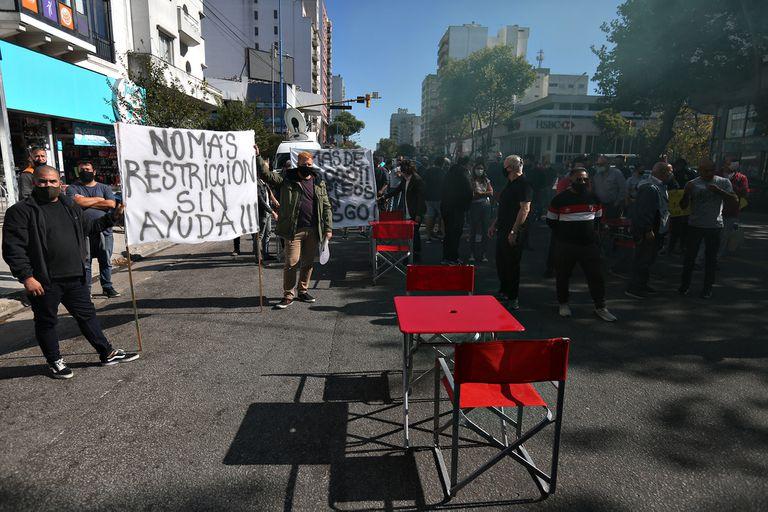 Los gastronómicos de Mar del Plata protestaron contra las restricciones horarias y reclamaron ayuda económica estatal