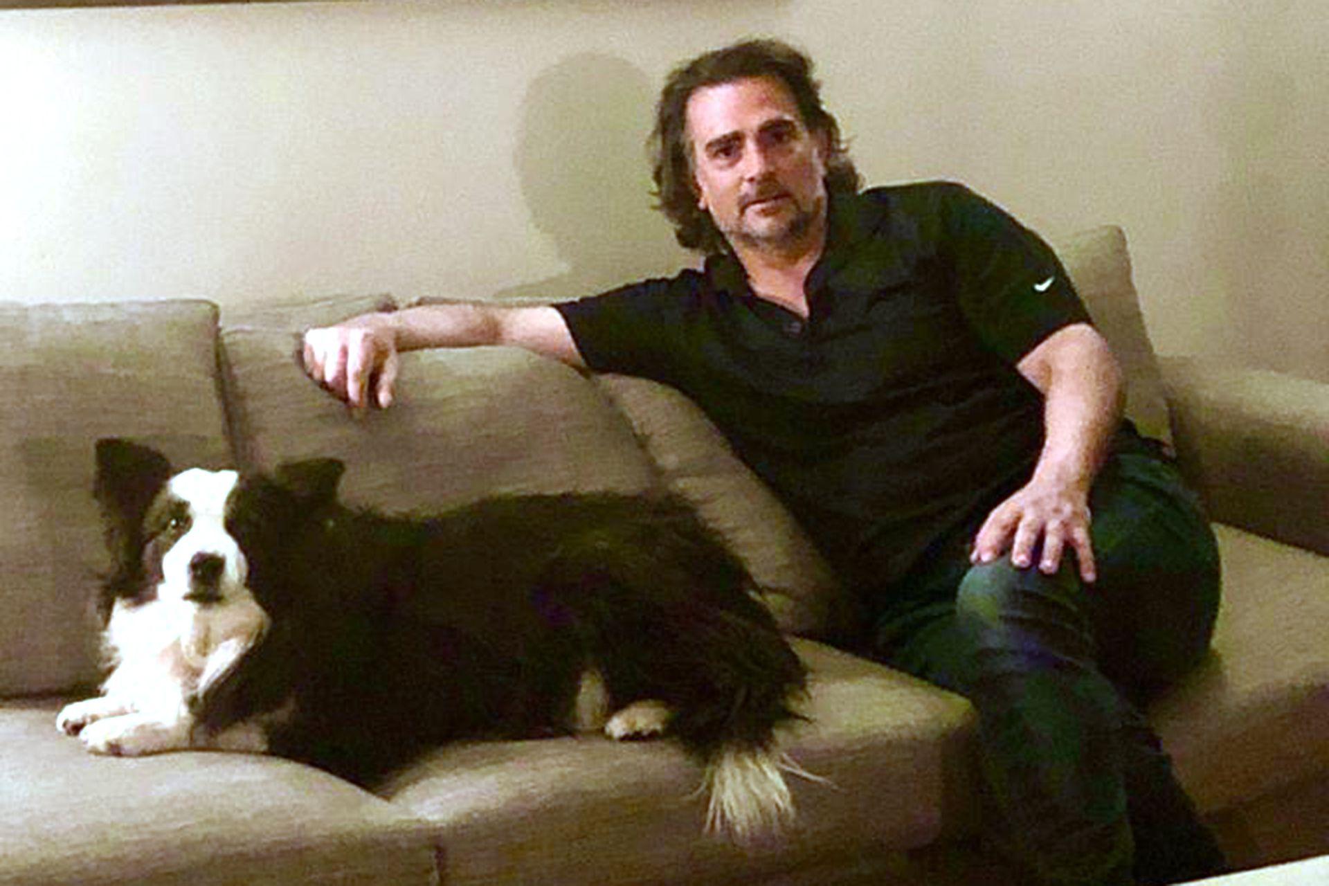 Guillermo Pérez Roldán hoy, a los 50 años, en su casa en Santiago de Chile