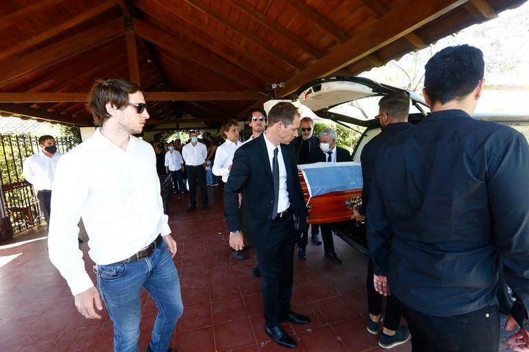 La muerte de Jorge Brito: familiares y amigos participaron del entierro del banquero en Pilar
