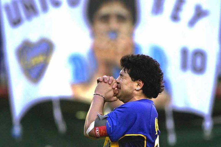 La emoción de Maradona, en su homenaje