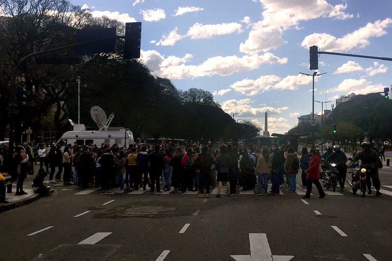 Tras rendir el examen, los profesionales de la salud se autoconvocaron  por redes para marchar al Ministerio