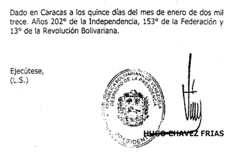 La firma electrónica, al pie del decreto datado en Caracas