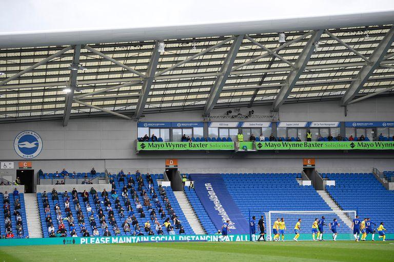 En un estadio con capacidad para 30.000 personas, hubo 2500 prolijamente distribuidas y distanciadas en las gradas.