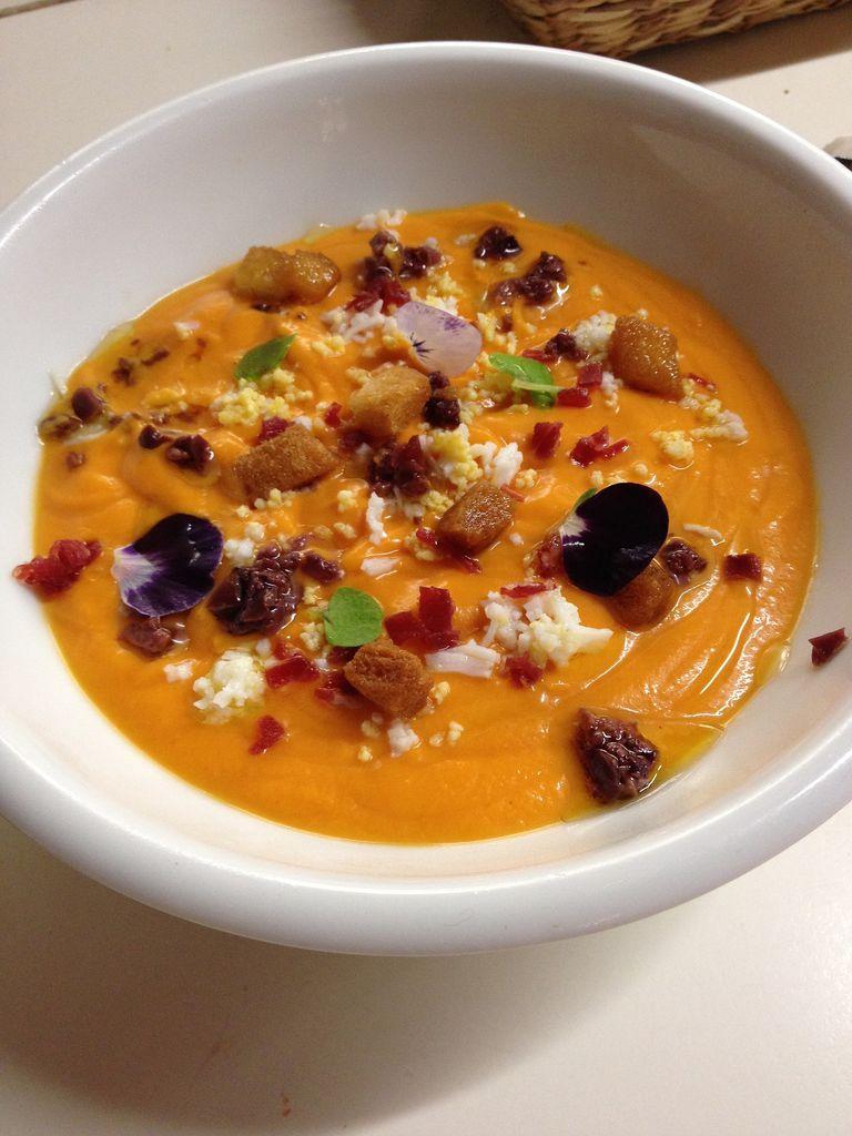 Salmorejo: sopa fría de tomate y pan rallado