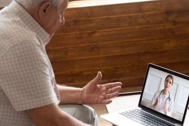 Los pacientes que tienen conexión a internet prefieren ir a citas virtuales con los médicos para evitar los hospitales y las clínicas