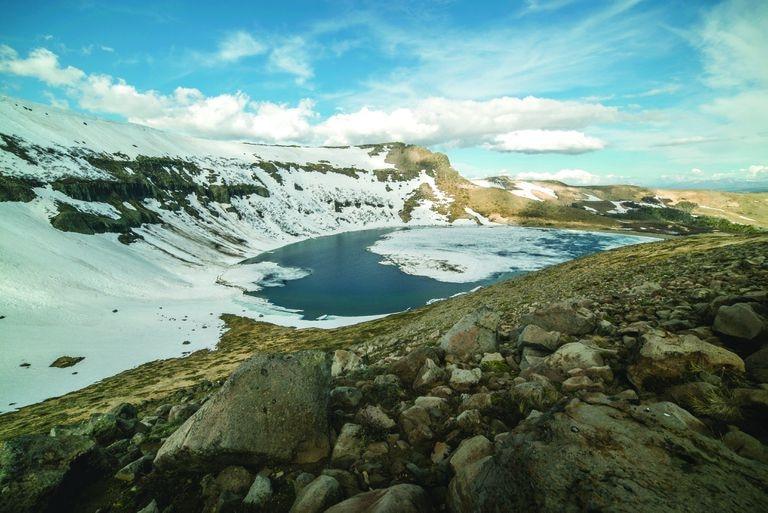 El volcán Batea Mahuida está ubicado al norte de la provincia de Neuquén, en Villa Pehuenia.