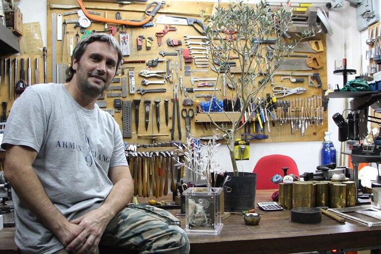 Adrián Pallarols fue quien hizo el olivo; será quien entregará el trofeo al equipo ganador