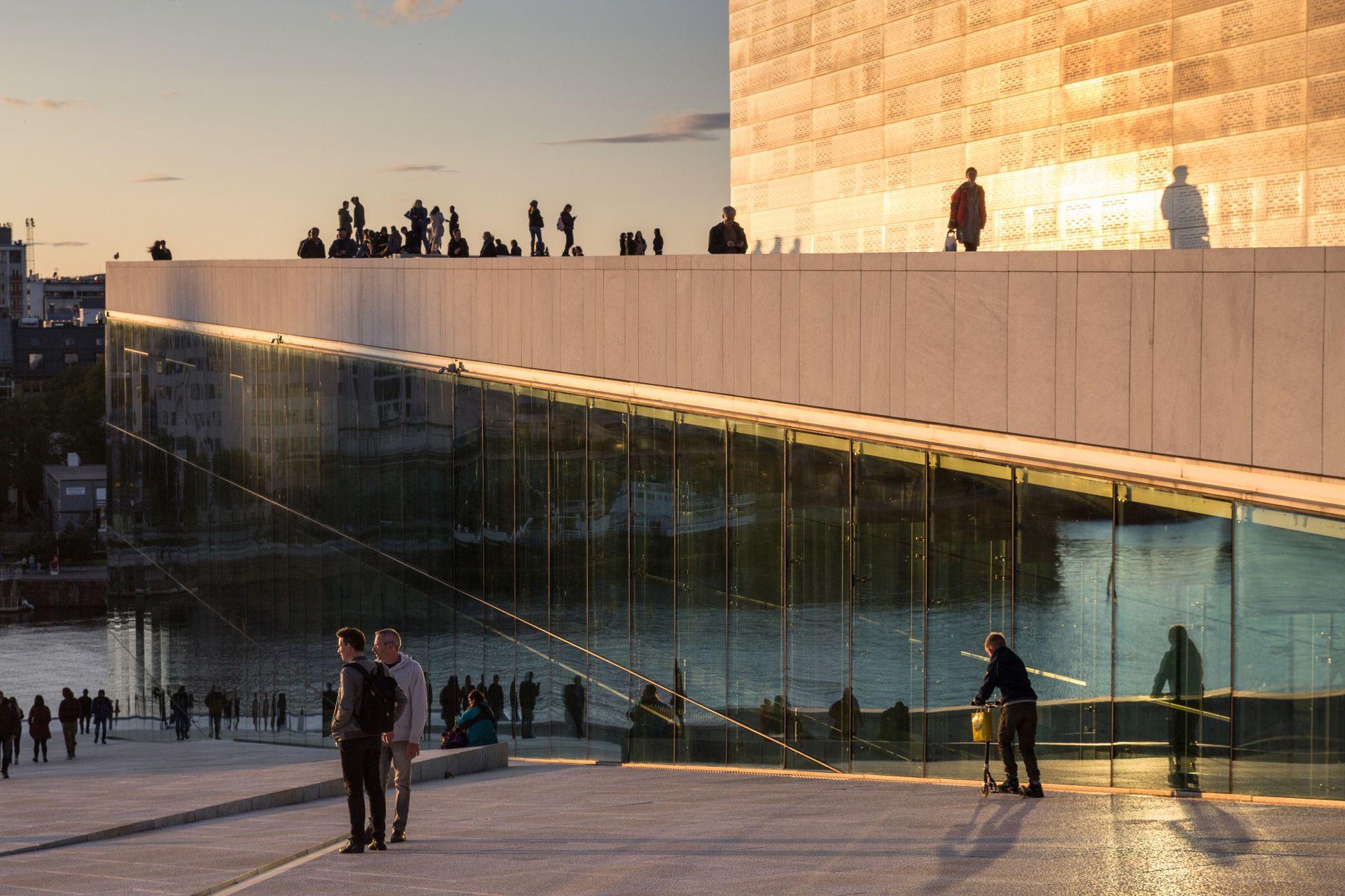 Atardecer en la Ópera de Oslo.