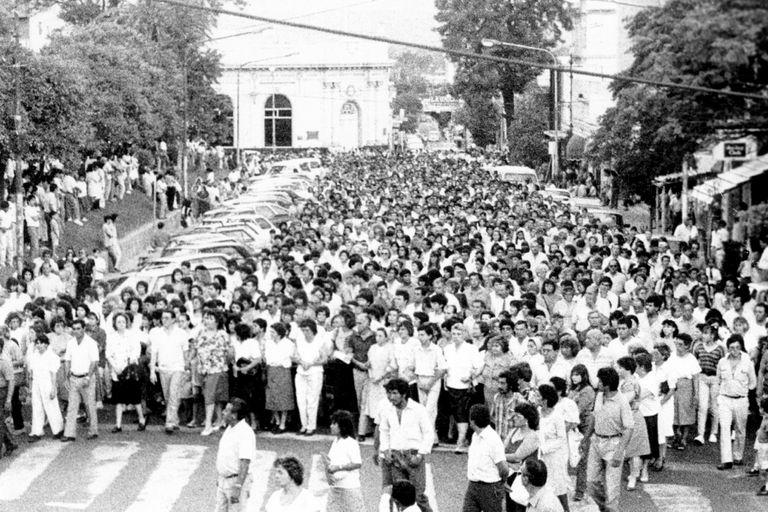 Las marchas del silencio, que Martha Pelloni encabezaba con los padres de María Soledad Morales, movilizaron a más de 30.000 personas en Catamarca en reclamo de Justicia