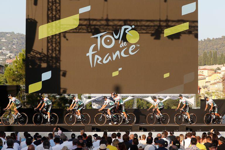 La presentación de los equipos, antes de la primera jornada de las 23 que abarcará la carrera (21 etapas y dos días de descanso).