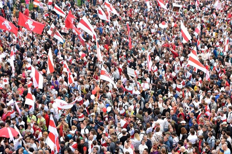 Belarús: miles de manifestantes desafían a un inquebrantable Lukashenko