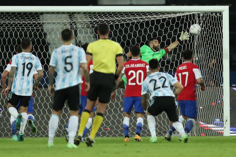 Argentina - Chile: el golazo de tiro libre con el que Lionel Messi se tomó  revancha ante Claudio Bravo en la Copa América - LA NACION