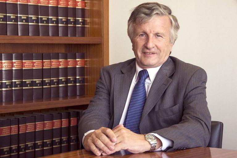 Para el especialista en derecho comercial Raúl Aguirre Saravia, el Poder Ejecutivo está avanzando sobre atribuciones del Poder Judicial