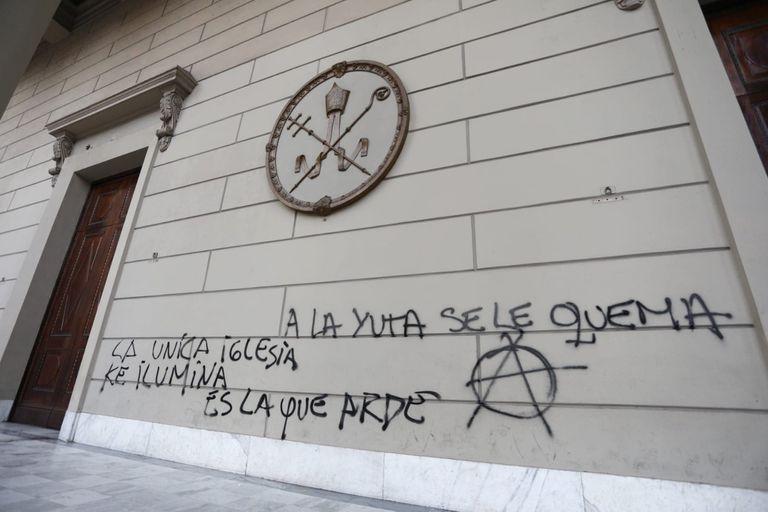 En la Iglesia condenan las nuevas pintadas en la Catedral metropolitana