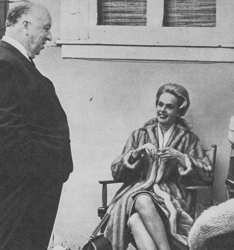 Tippi Hedren y Alfred Hitchcock durante el rodaje de Los pájaros