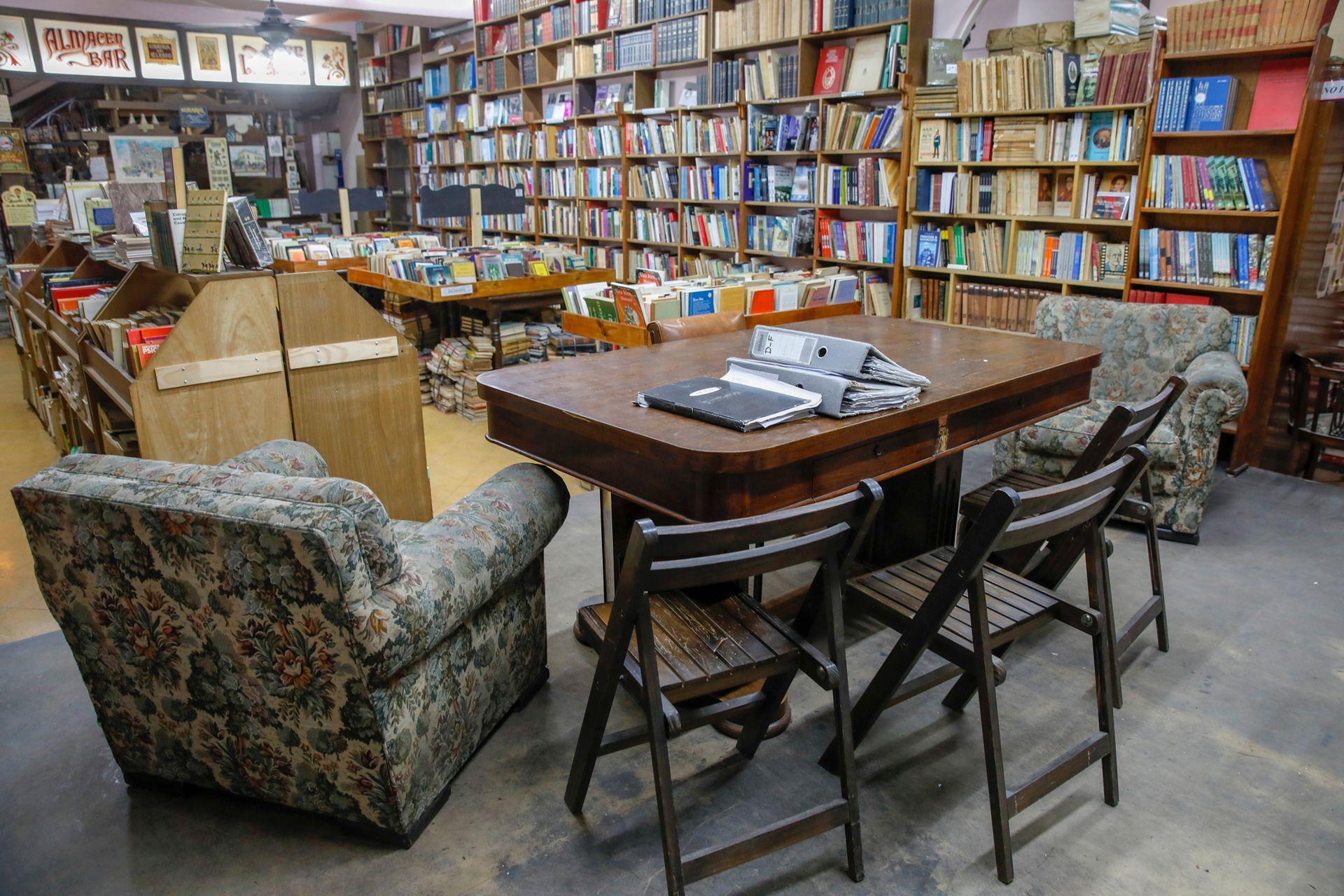 Antiguos sillones para sentarse a leer