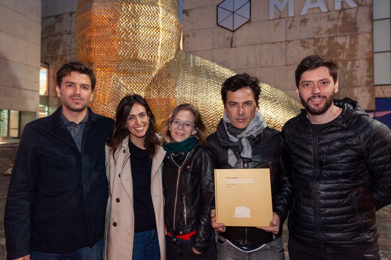 Los realizadores del documental, luego del estreno en el Museo del Mar, en Mar del Plata.