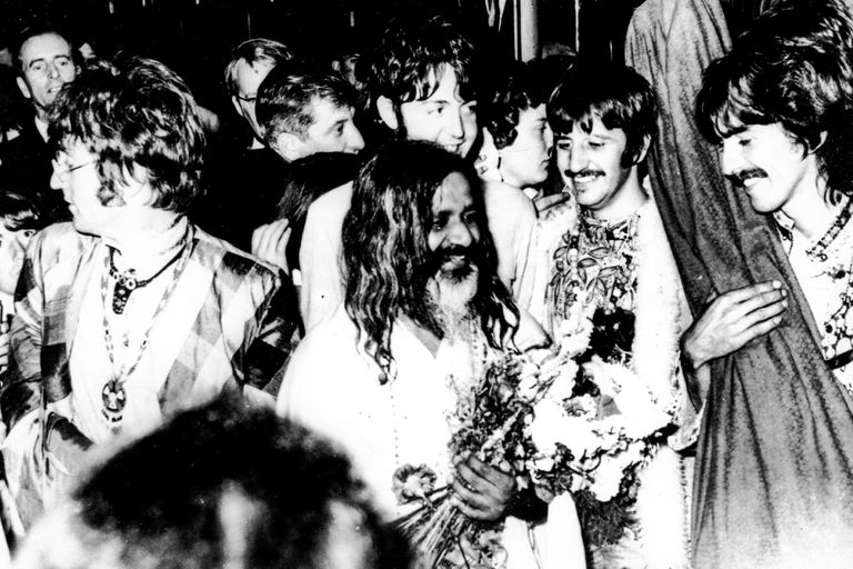 Influenciados por Pattie Boyd, la esposa de George, los Beatles comenzaron su relación con la India y con lo espiritual. Concurren a una serie de conferencias dictadas por el Maharishi Mahesh Yoghi en Gales, y posteriormente viajan a pasar un tiempo en la India con el gurú