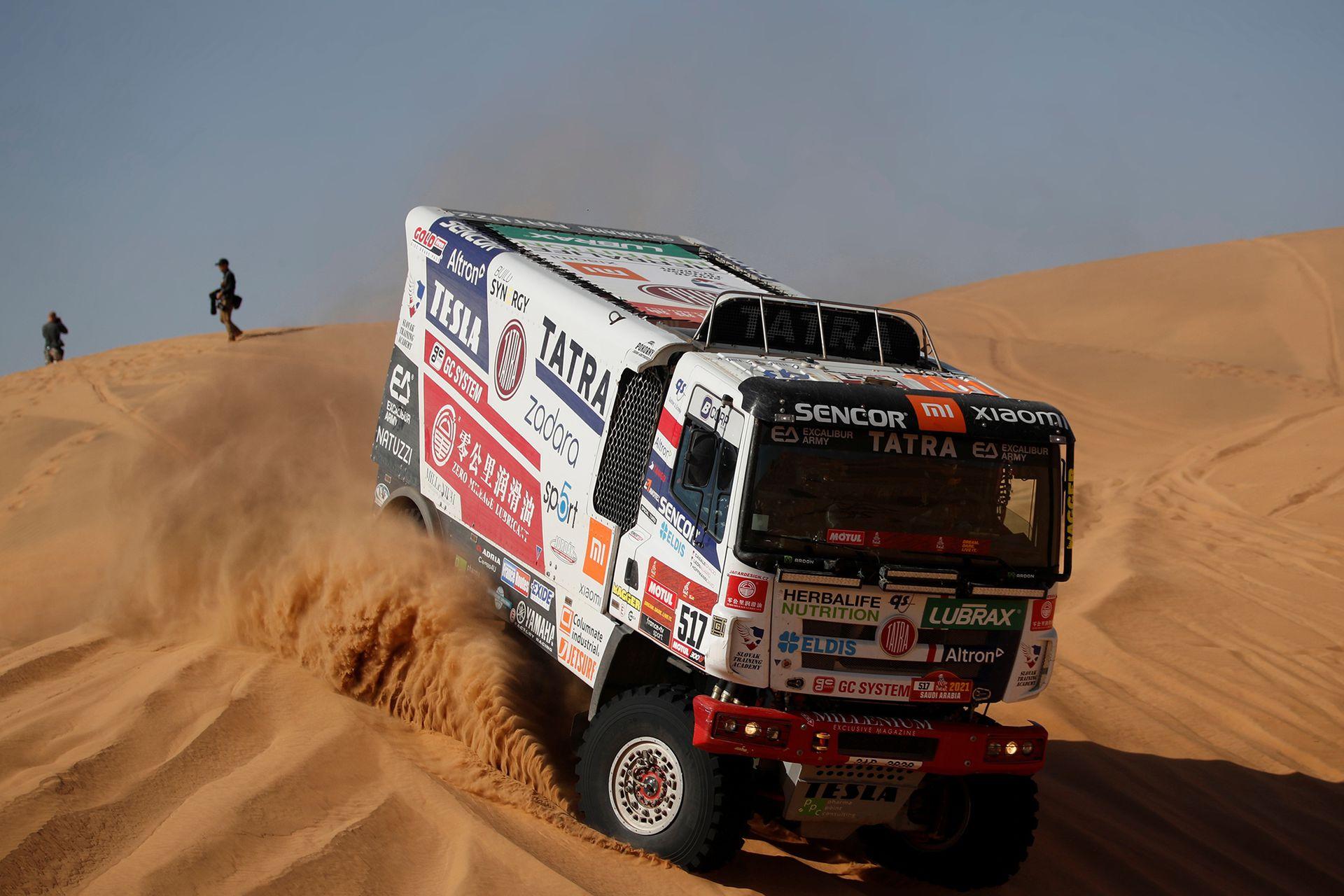 Ignacio Casale de Tatra Buggyra Racing y el copiloto Alvaro Leon en acción durante la etapa 2