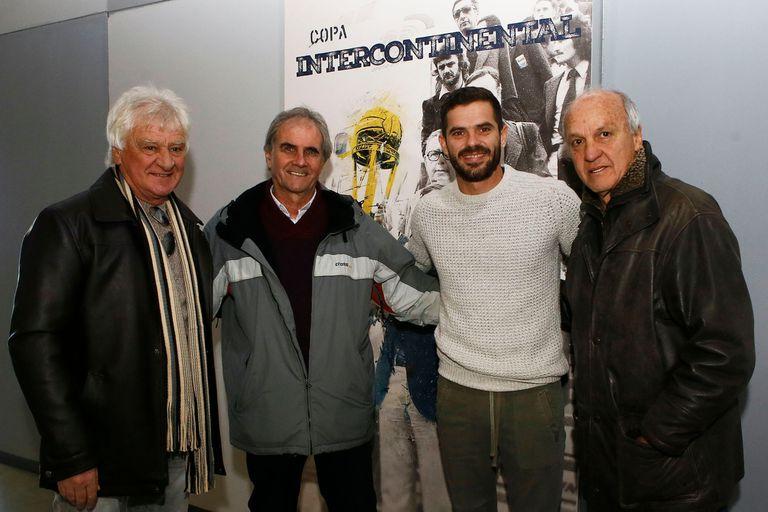 Ribolzi, Zanabria y Veglio, junto al capitán de Boca, Fernando Gago