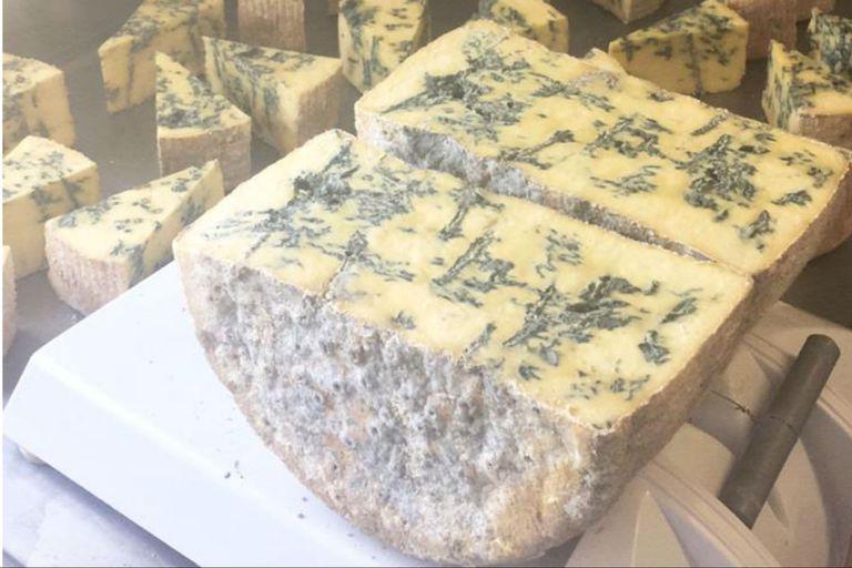 El Patagonzola, similar al queso azul italiano, lleva un 30% de leche de oveja y 70% de vaca