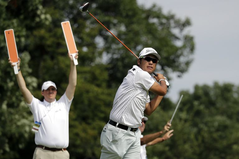 Se salvó de un tsunami, no domina el inglés y lidera un torneo del PGA Tour