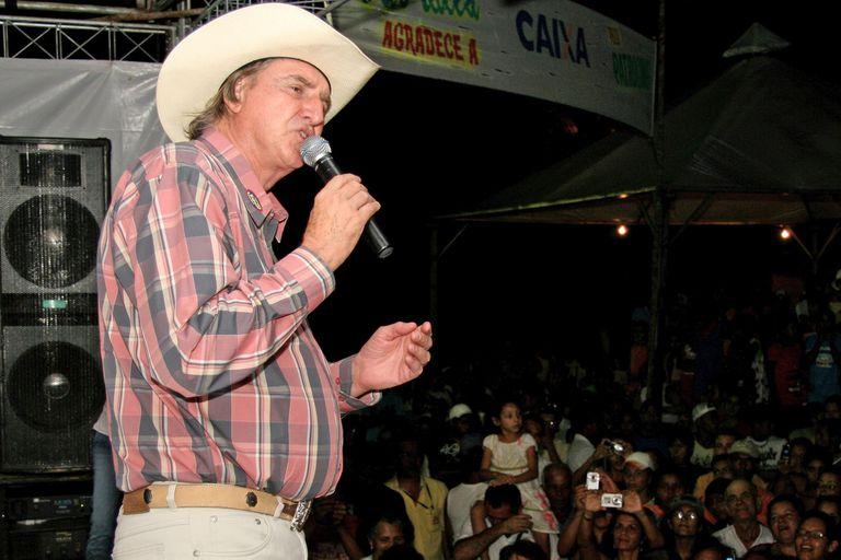 Quién es el popular cantante bolsonarista apuntado por alentar un golpe de Estado en Brasil
