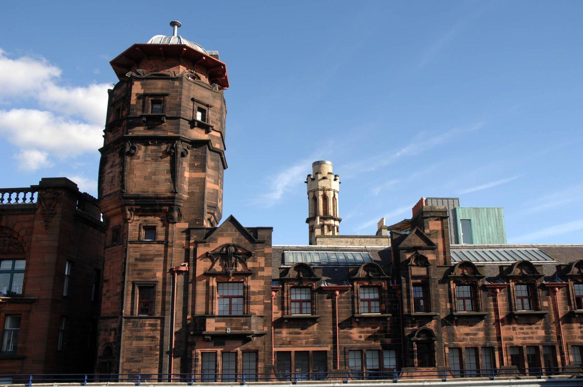 The Lighthouse albergó la redacción del Glasgow Herald, su torre con forma de faro esconde un gran tanque de agua para usar en caso de incendios.