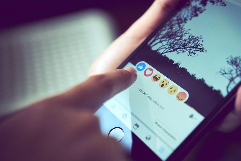 Como ocurrió en Instagram, Facebook comenzó a ocultar el número público de likes y reacciones en su red social, una información que solo estará disponible de forma privada para el autor de la publicación