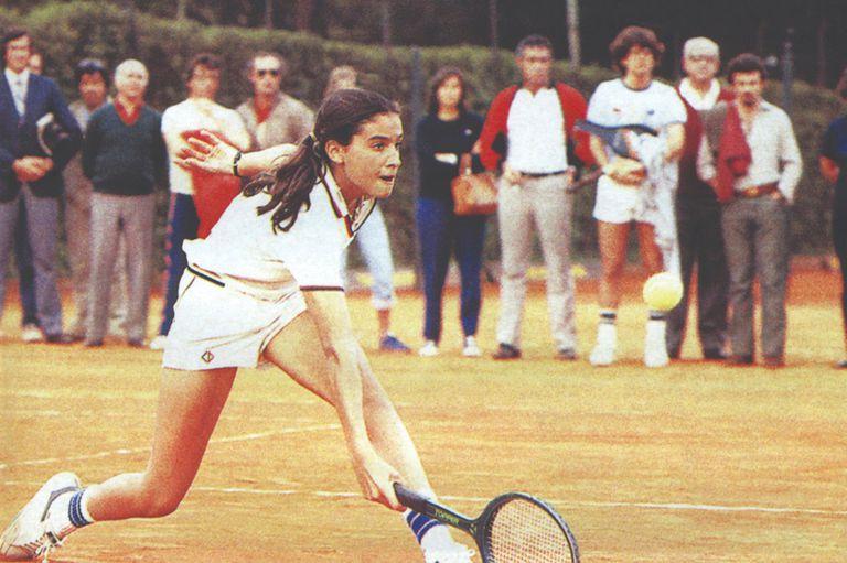 Sabatini, el 25 de octubre de 1983, con 13 años, jugando en el BALTC ante Madruga, por entonces número 1 del país.